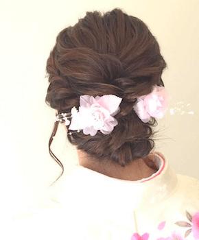 浴衣に合うレディースのロープ編みアップのセミロングの髪型