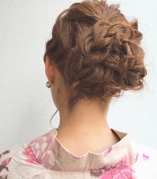 1浴衣に合うレディースのロープ編みアップのロングの髪型