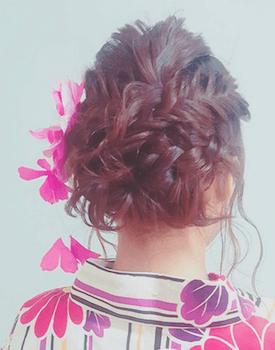 5浴衣に合うレディースの三つ編み&花かんざしのボブの髪型