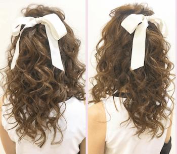 結婚式で人気のロングのカーリーハーフアップの髪型