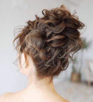 結婚式で人気のロングのカールお団子の髪型