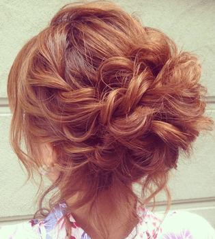 9浴衣に合うレディースの巻き髪アップのセミロングの髪型