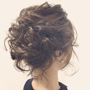 結婚式で人気のボブの髪型10:ゆるカールアップ