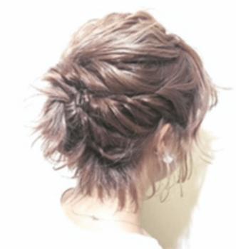 結婚式で人気のショートのネジネジスタイルの髪型