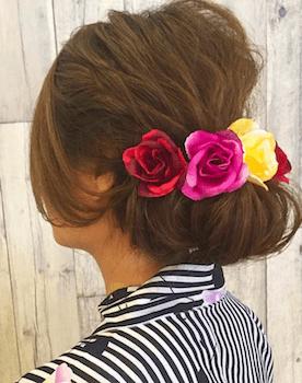 13浴衣に合うレディースのバラバレッタのセミロングの髪型