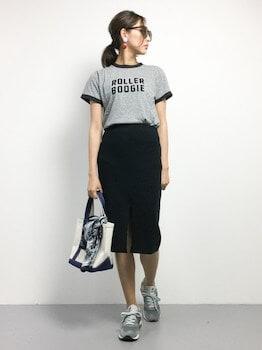 12リンガーTシャツ×タイトスカート×スニーカー