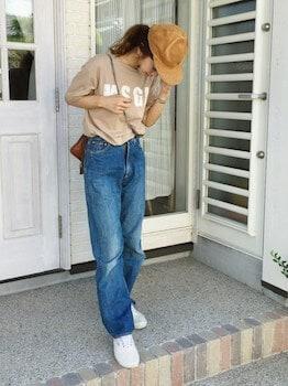 ロゴTシャツ×ジーンズ×キャップ