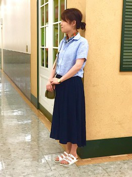 半袖シャツ×ロングスカート×ペッタンコサンダル