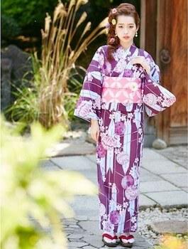 浴衣でレディースに人気の色4:紫色の浴衣