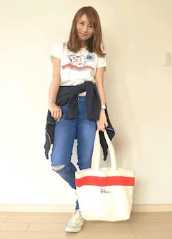 8キャンバストートバッグ×プリントTシャツ×ジーンズ