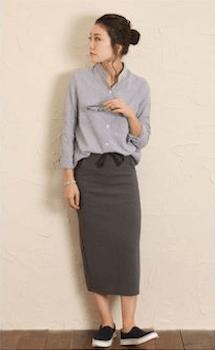 バンドカラーシャツのレディースのおしゃれなコーデ方法1:タイトスカートと合わせる