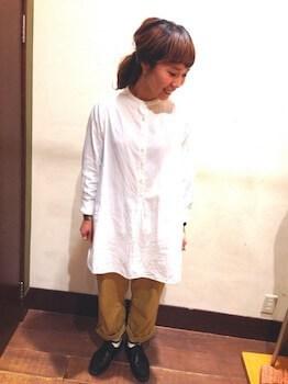 12バンドカラーシャツ×チノパンツ×革靴