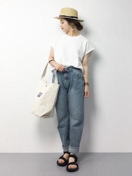 3キャンバストートバッグ×クルーネックTシャツ×デニムパンツ