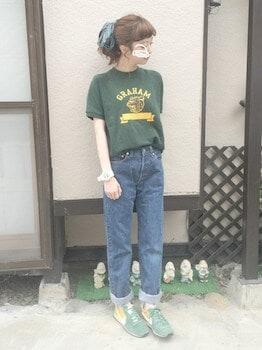 17スウェットTシャツ×ジーンズ×スニーカー