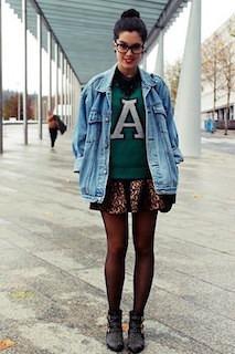 10デニムジャケット・Gジャン×緑のセーター×豹柄ミニスカ