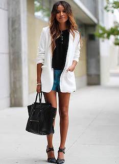 10白のテーラードジャケット×ミニスカ×黒トップス