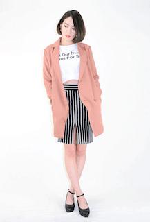 6ピンクのテーラードジャケット×タイトスカート×白Tシャツ