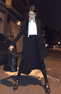 6黒のテーラードジャケット×黒ロングスカート×白ブラウス