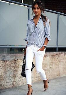 1白パンツ×ストライプシャツ×サンダル