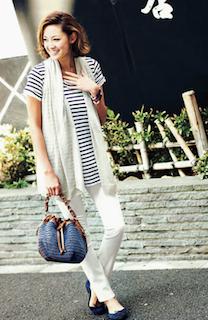 10白パンツ×ボーダーロングTシャツ×白ストール