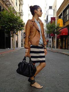 5ブラウンのレザージャケット×ボーダースカート×ブルーシャツ