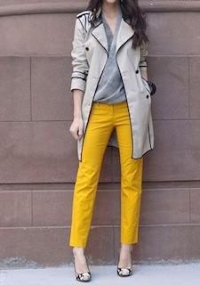 5黄色パンツ×グレーカシュクール×ベージュテーラードコート