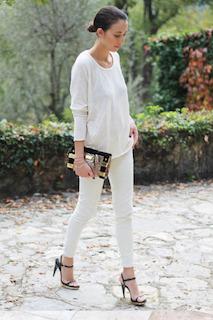 7白パンツ×白Tシャツ×黒サンダル