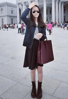 9青のレザージャケット×黒フレアースカート×白黒ボーダーTシャツ