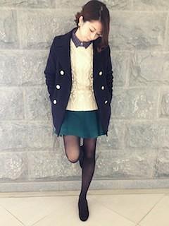 1緑フレアスカート×ジャケット×白ニット