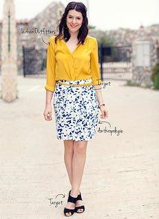 1黄色シャツ×花柄タイトスカート×黒サンダル