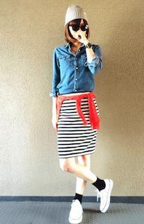 2デニムシャツ×ボーダータイトスカート×赤カーディガンの春コーデ