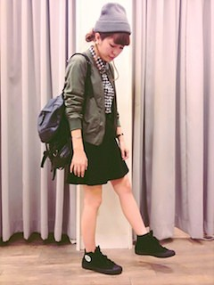 2黒フレアスカート×チェックシャツ×テーラードジャケット