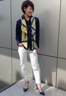 3ネイビーシャツ×白パンツ×ストール
