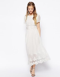6白ロングワンピース×白Tシャツ×ヒールサンダル
