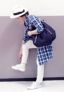 9ロングシャツ×白デニムパンツ×白ハット