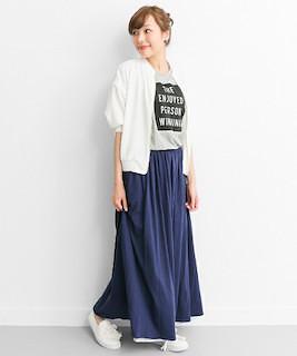 1ネイビーマキシ丈スカート×白ブルゾン