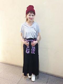 10黒ロングスカート×ネイビーTシャツ