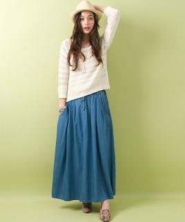 3デニムのマキシ丈スカート×サマーニット