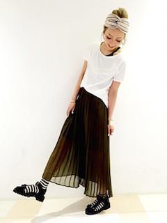 3黒ロングスカート×白Tシャツ