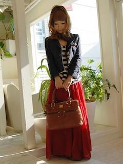 5赤マキシ丈スカート×黒ジャケット