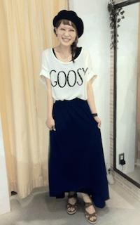 7ネイビーマキシ丈スカート×白Tシャツ