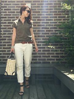 夏ポロシャツ×白パンツ