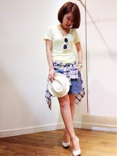 4黄色Tシャツ×青ショートパンツ