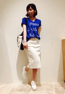 6青Tシャツ×白デニムタイトスカート