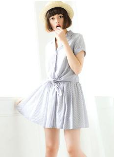 5グレーシャツ×ミニフレアスカート