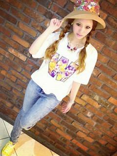 7花柄Tシャツ×デニムレギパン