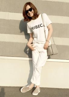 5スリッポン×白パンツ×プリントTシャツ