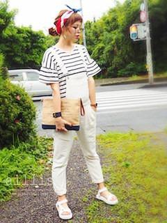 8白のサロペット×ボーダーTシャツ×クラッチバック