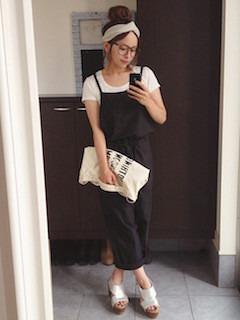 3黒のサロペット×白Tシャツ×厚底サンダル