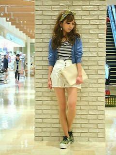 11白のキュロット×白黒ボーダーTシャツ×デニムシャツ